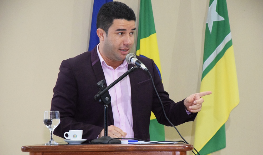 Câmara de Boa Vista aprova honraria a Ednilson Cardozo, sobrevivente de acidente aéreo em junho