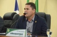 Em 1º turno, vereadores aprovam PL de Albuquerque que prevê profissional de Libras em bancos e shoppings