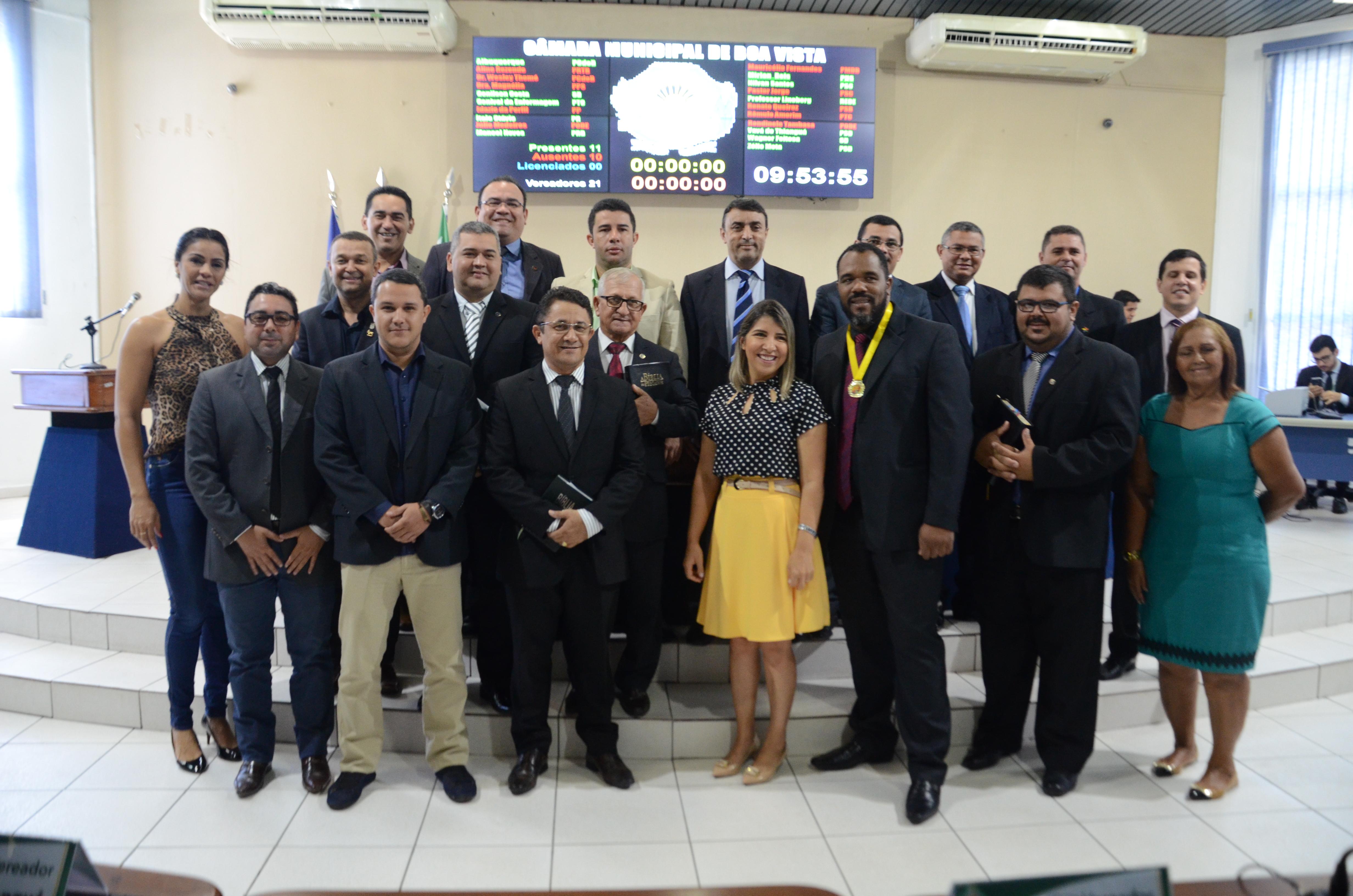 """Em sessão solene, Câmara entrega a medalha """"O Bom Samaritano"""" à Sociedade Bíblica do Brasil"""