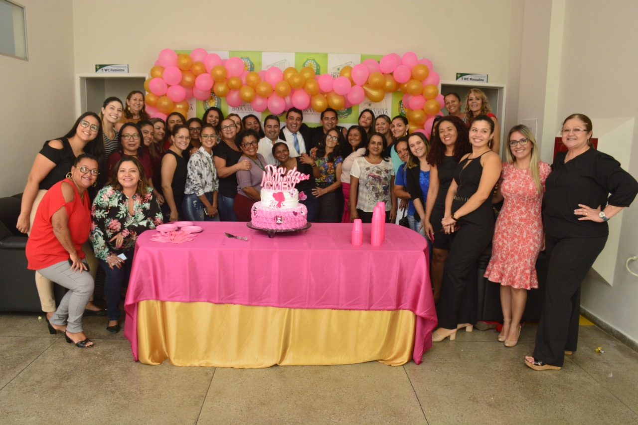 Mulheres da Câmara Municipal homenageadas com programação festiva.