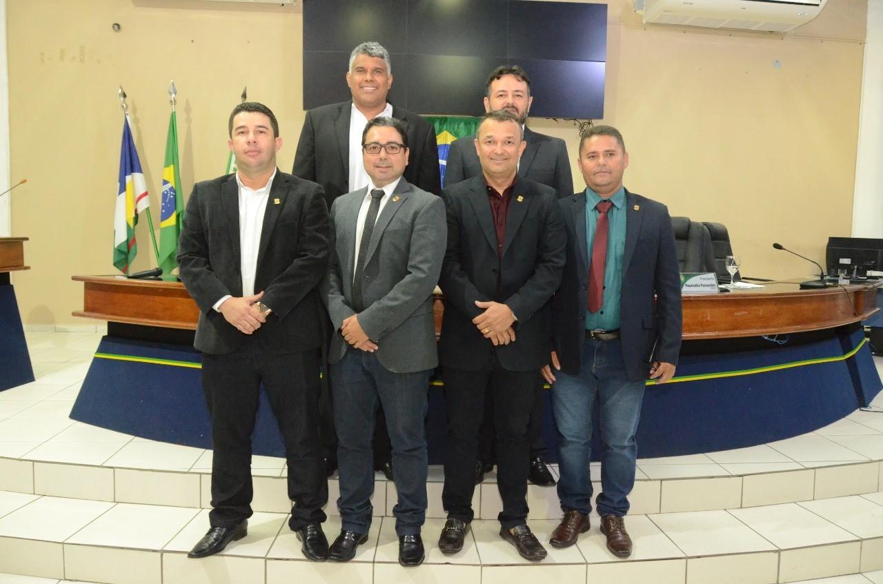 PRESIDÊNCIA DA CÂMARA - Vereadores reconduzem Mesa Diretora