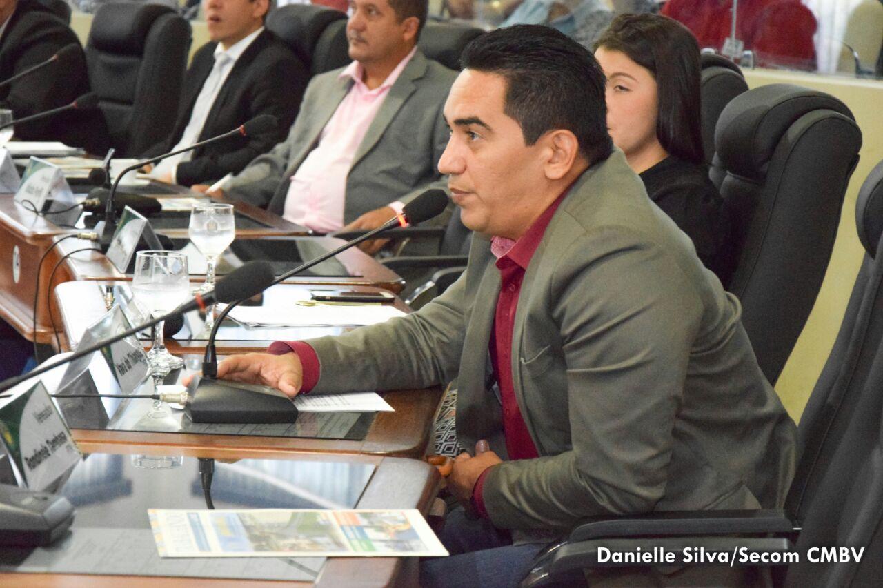 Vavá do Thianguá pede audiência pública sobre a promoção do respeito aos idosos